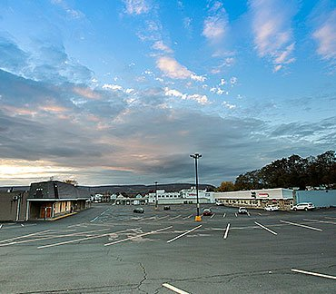 Shopping plaza at the 1400 Monroe Avenue building in Dunmore, Pennsylvania
